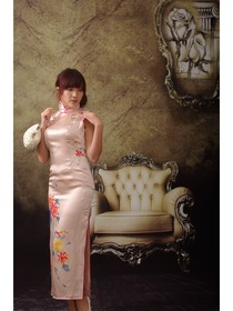 Pink Romantic Floral Painted Silk Cheongsam
