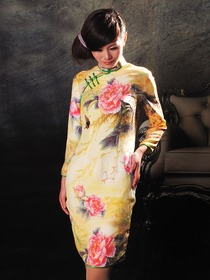 Daffodil Peony Pattern Mandarin Collar Silk Satin Single-Line Botton Long Sleeve Short Cheongsam