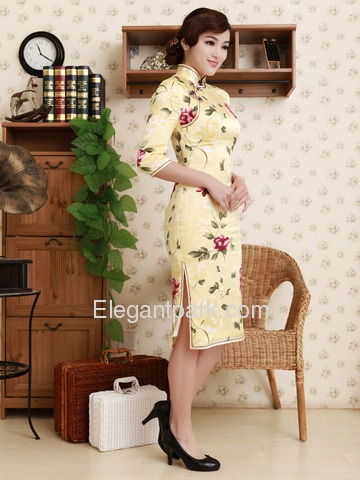 Elegant Daffodil Knee-length Half Sleeves Flower Pattern Silk Satin Cheongsam