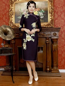Elegant Purple Mandarin Three Quarter Sleeve Embroidery Woolen Nylon Cheongsam